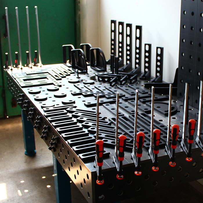 Tavolo SteelMax con accessori per serraggio